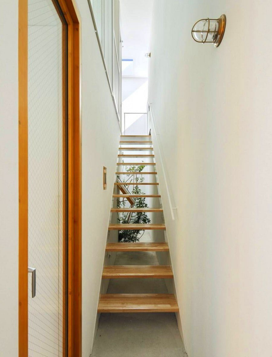 Narrow Suspended Staircase