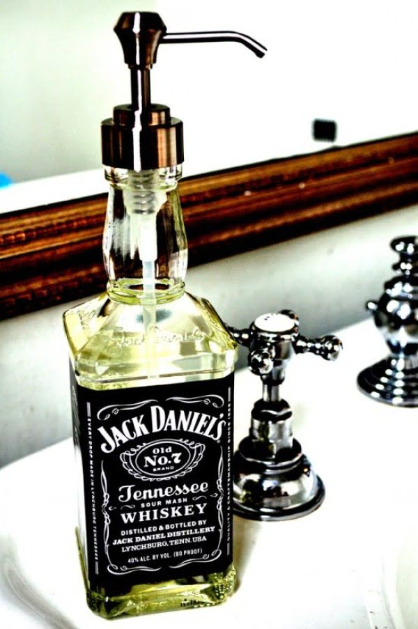 How to make #DIY soap dispenser from an old Jack Daniel's bottle. Neat! #homedecorideas
