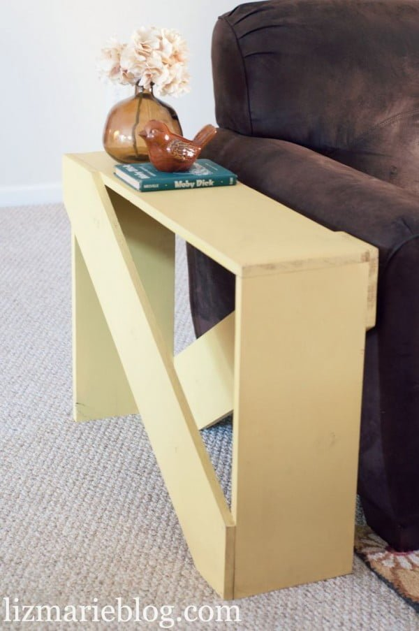 18 Easy DIY Sofa Side Tables You Can Build on a Budget - Check out how to make a DIY 5 board end table