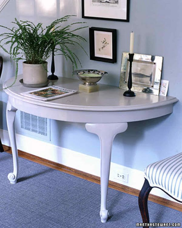 #DIY half table console that makes brilliant accent decor. Check it out! #homedecorideas