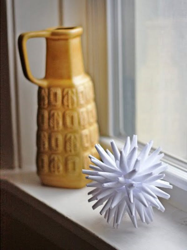 Neat idea! #DIY paper porcupine ball for home decor. #homedecorideas
