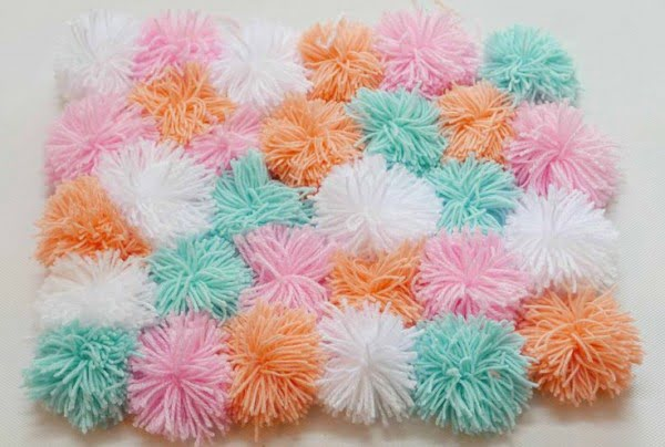 How to make a #DIY Pom Pom Rug