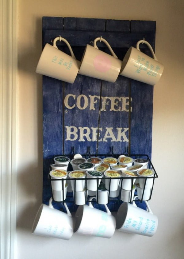 Build an easy DIY mug rack from pallet wood