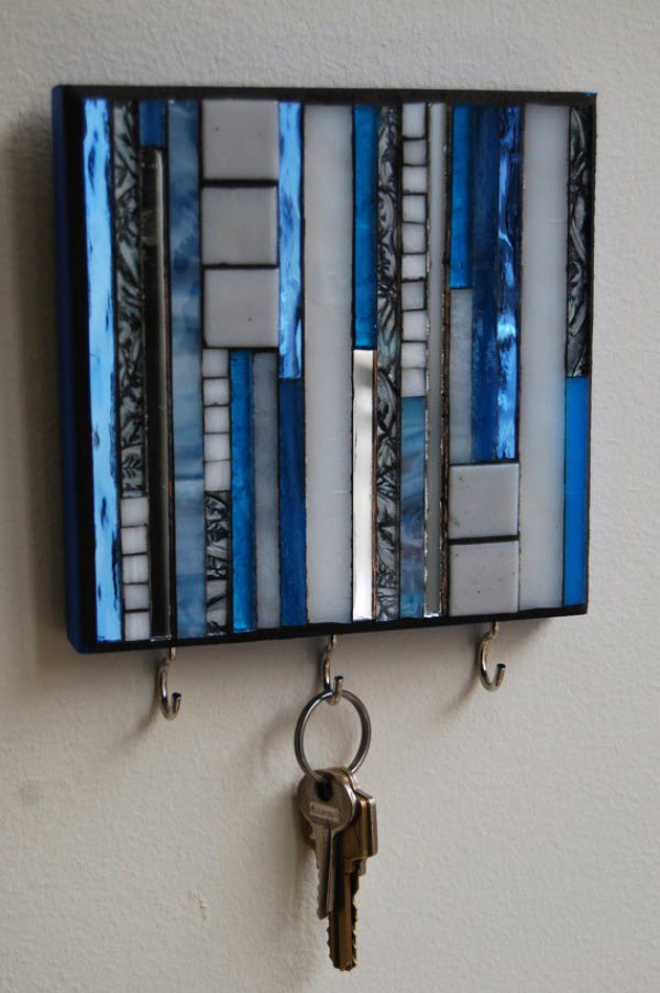 30 Stunning DIY Mosaic Craft Projects for Easy Home Decor - Mosaic key storage idea