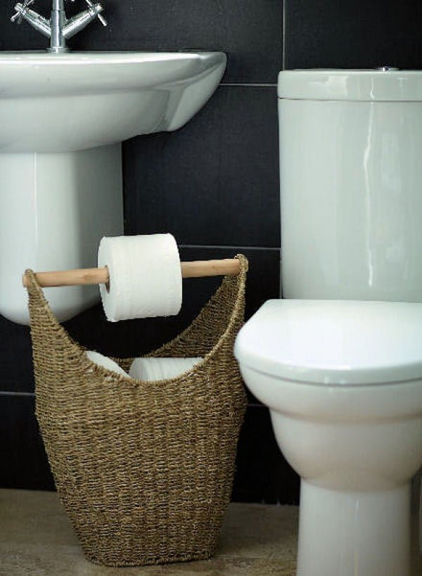 #DIY toilet holder basket for rustic bathroom decor #bathroomdecor