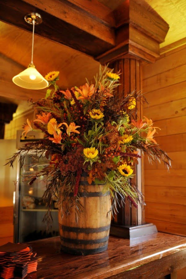 Love the idea for a DIY barrel Thanksgiving centerpiece