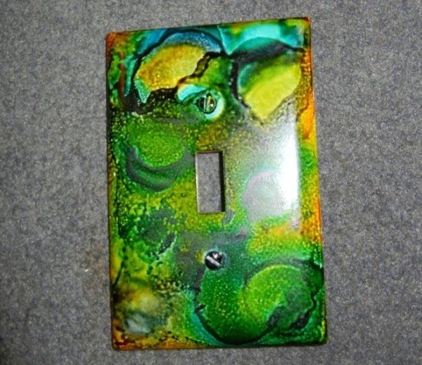 Check out how to make easy DIY Light Switch Plate art with alcohol ink