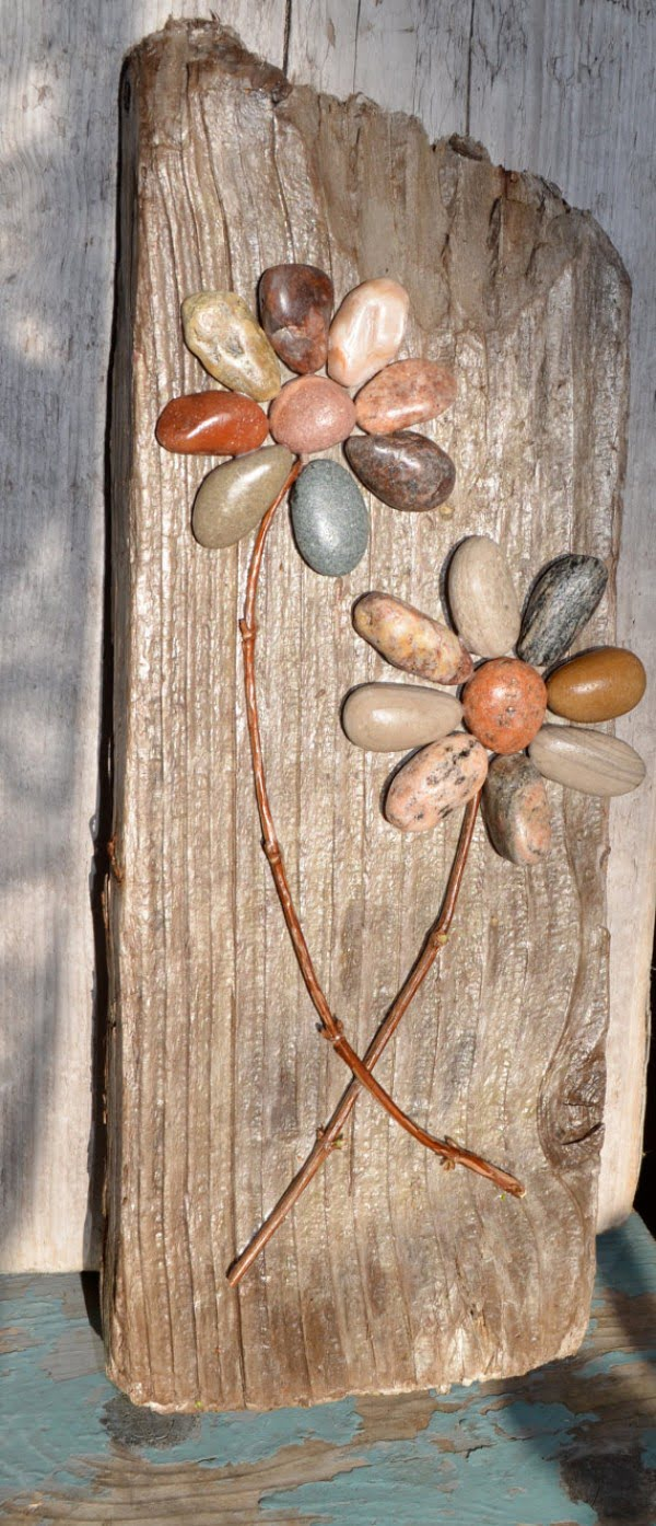 Love the idea for DIY rustic art with pebbles for home decor
