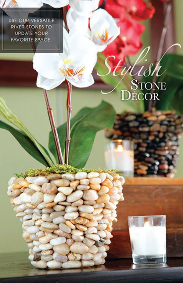 Lovely idea for a DIY rocky vase for home decor