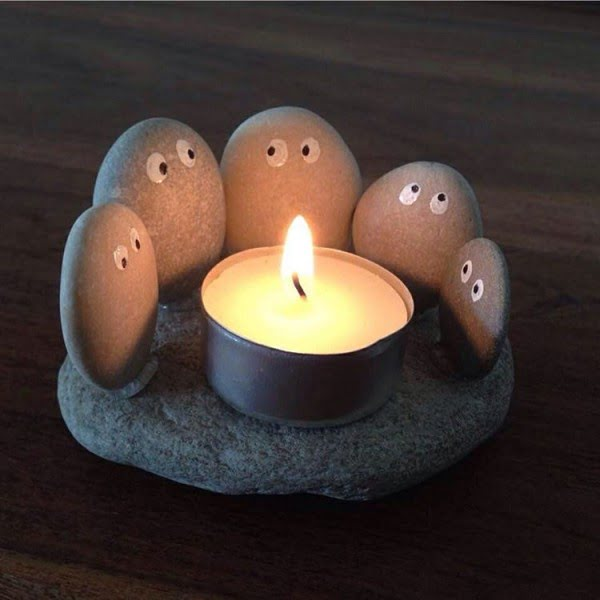 Absolutely adorable DIY candle holder from pebbles