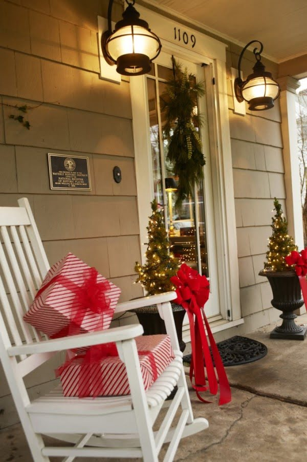 Lovely Christmas porch decor idea with rocking chair and gift boxes @istanddarddesign