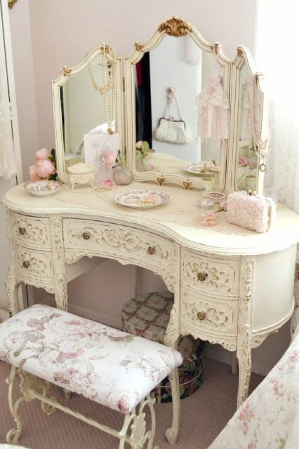 Love the fancy vintage shabby chic bedroom dresser