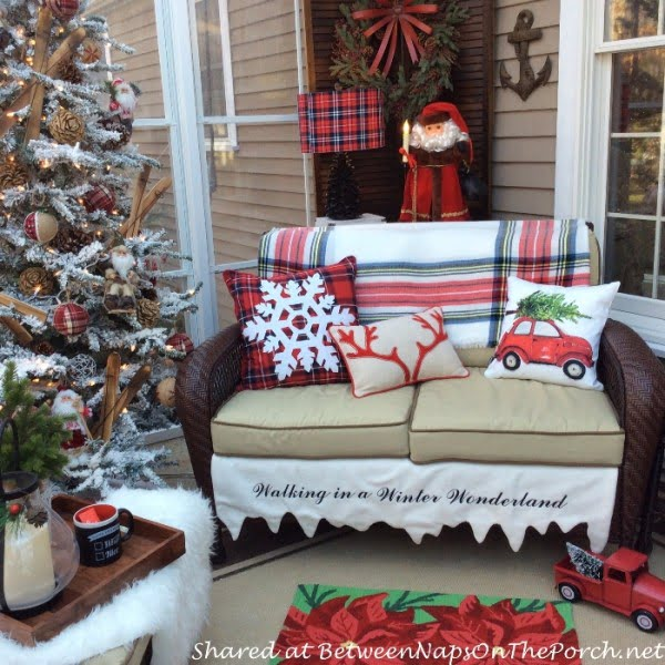 Brilliant Christmas porch decor idea with tartan and plaid