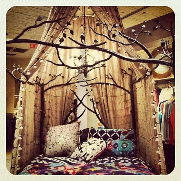 Love the boho decor of this decorative tree branch canopy