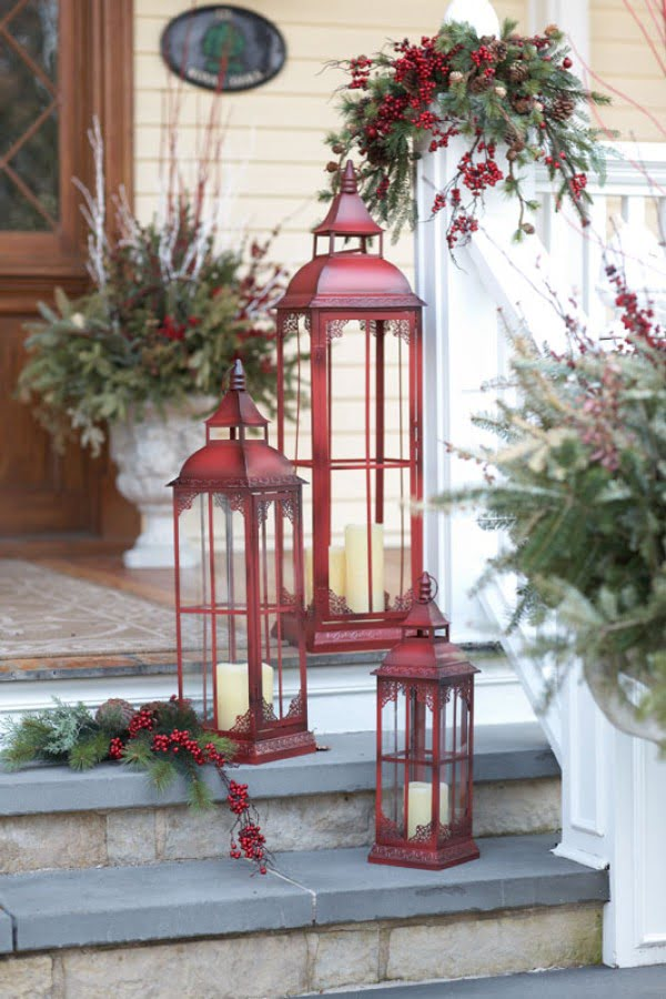 Lovely Christmas porch decor idea with lanterns