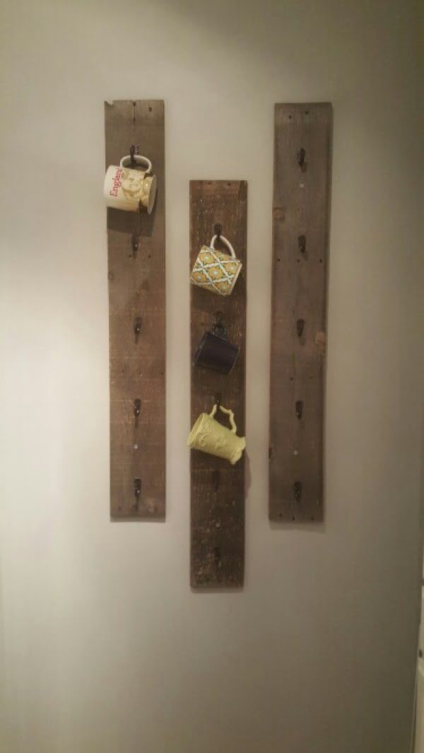 13 Brilliant DIY Mug Racks You'll Have Fun Making - Love the idea for a rustic DIY mug rack