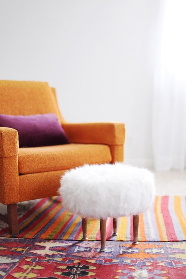 #DIY Faux Fur Stool Ottoman, it's classy and looks easy enough to make. Check it out! #homedecorideas