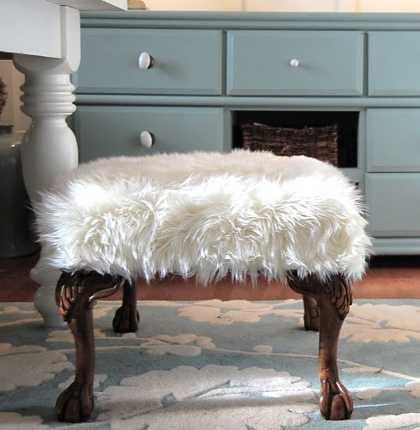 Fur Ottoman that looks pretty classy and it's easy enough to make! ideas