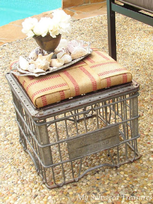 How to make a #DIY milk crate ottoman. Easy and looks good! #homedecorideas