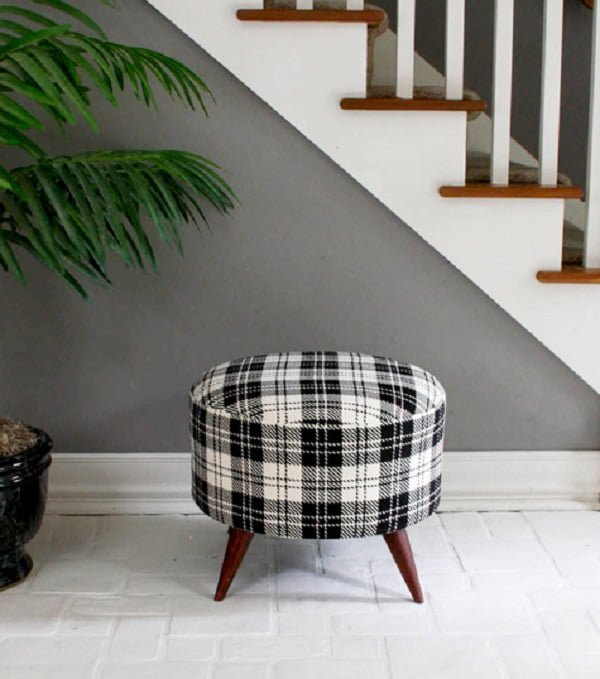 Spool Ottoman, it's easy to make and looks good, all you need is a salvaged spool! ideas