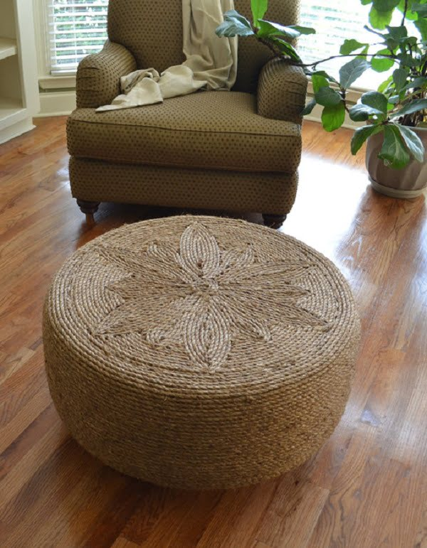 #DIY Tire and Rope Ottoman that looks great and it's easy enough to make! #homedecorideas
