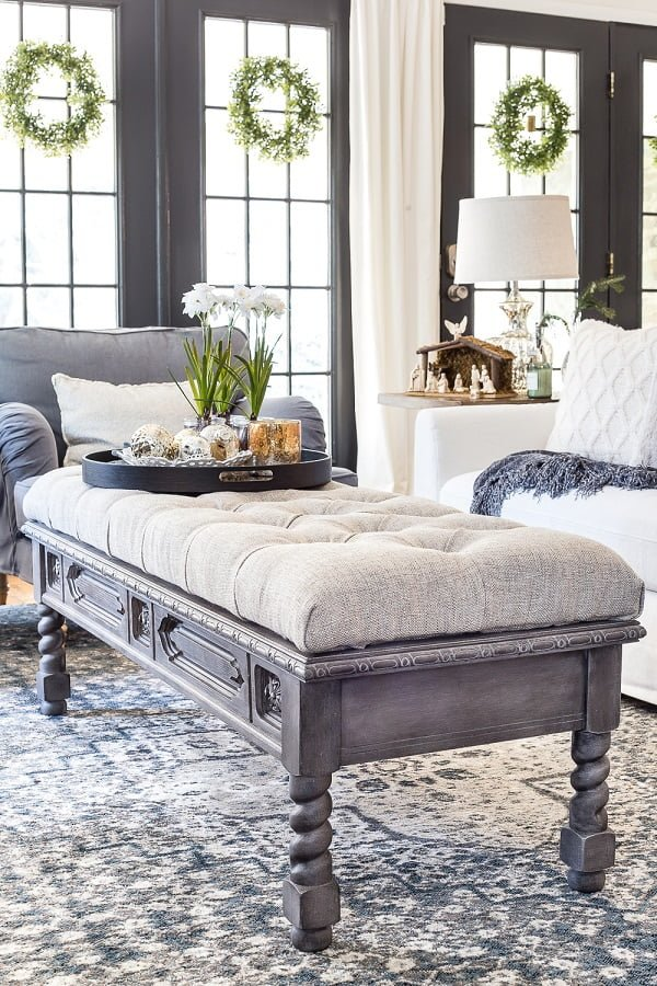 #DIY Tufted Coffee Table Ottoman that looks so classy and it's pretty easy to make! #homedecorideas