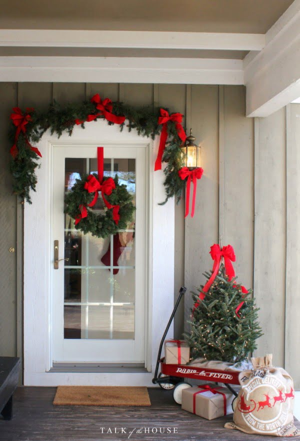 Lovely idea for Christmas porch decor with a toy wagon and presents