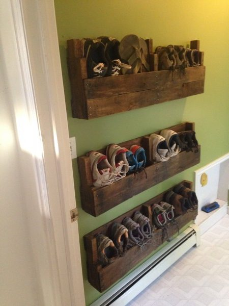 60+ Easy DIY Shoe Rack Ideas You Can Build on a Budget - Love the idea for shoe storage rack made from pallet wood