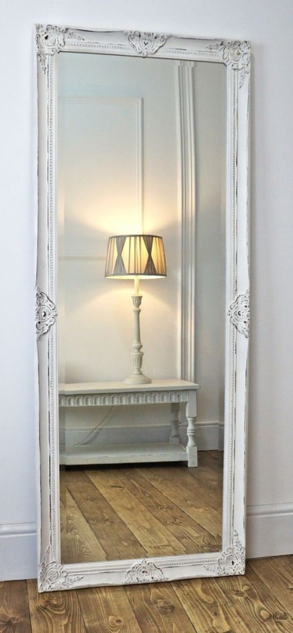 Love the idea of an oversize vintage mirror for shabby chic bedroom decor