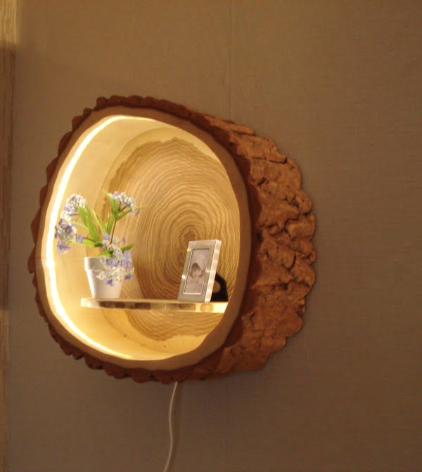 Check out this adorable tree trunk lamp shelf