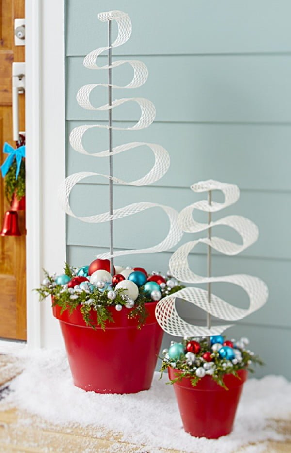 Cute idea for Christmas porch with planters