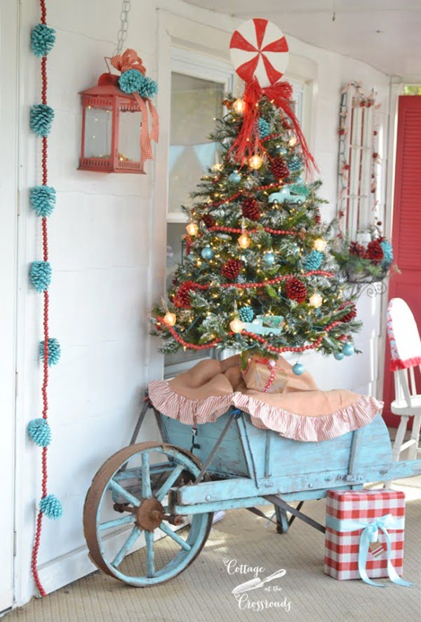 Love the idea for vintage Christmas front porch decor