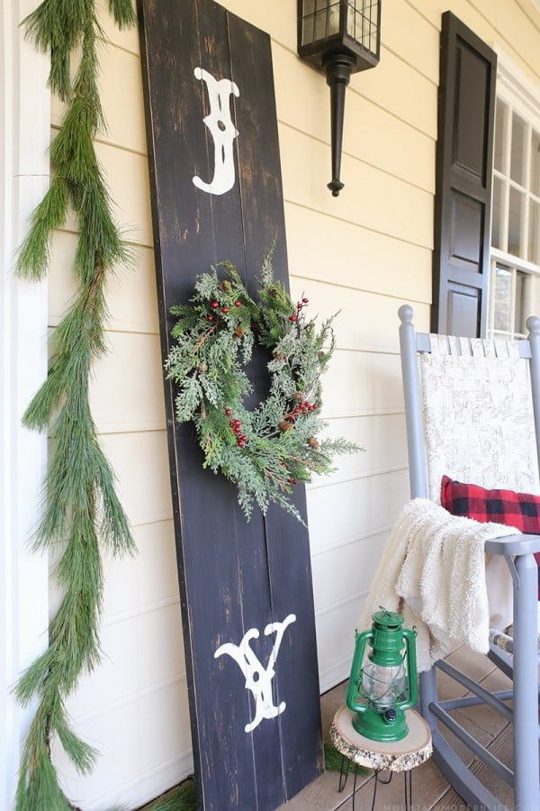 Great idea for a rustic Christmas porch sign decor