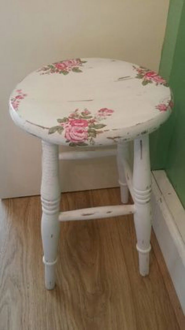 Love the shabby chic vintage stool for bedroom decor
