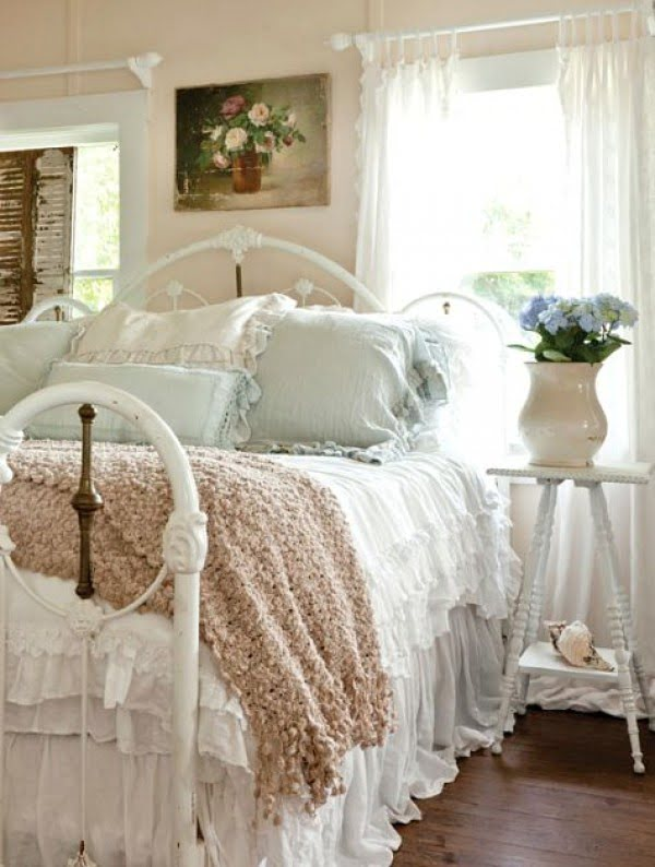 Gorgeous And Romantic Shabby Chic Bedroom Decor