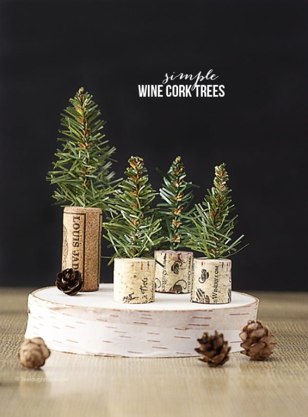 Check out how to make these cute DIY wine cork trees for Christmas decoration