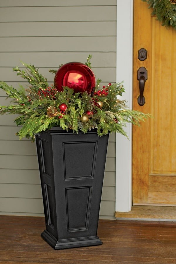 Beautiful idea for front porch Christmas decor with a planter box