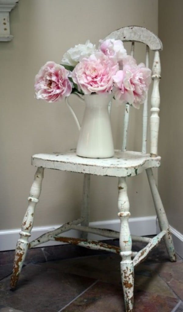 Lovely vintage shabby chic chair for bedroom decor