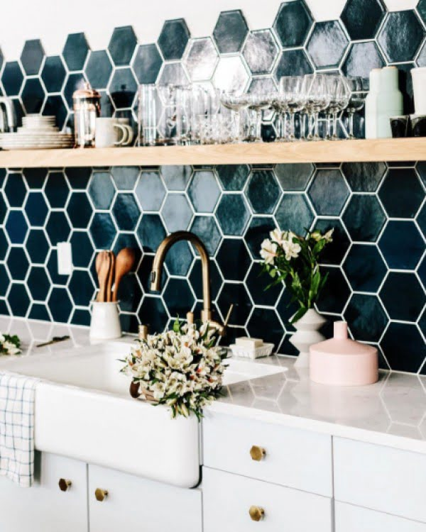 Love the honeycomb kitchen backsplash tile in blue and navy colors