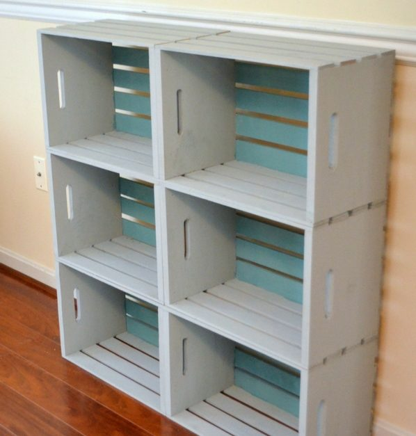 How to build a very easy DIY bookshelf from wooden crates