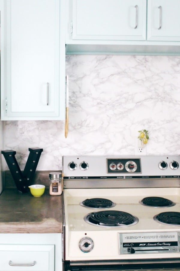 Check out how to make an easy DIY marble kitchen backsplash