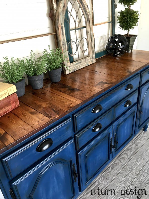 Love the chalkboard navy blue cabinets