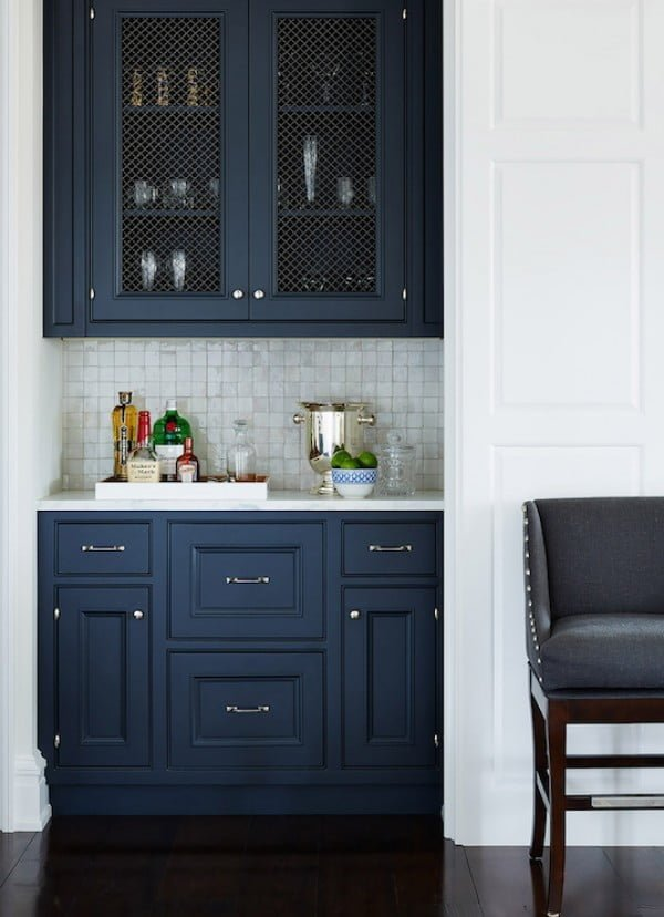 Love the navy blue and white kitchen decor