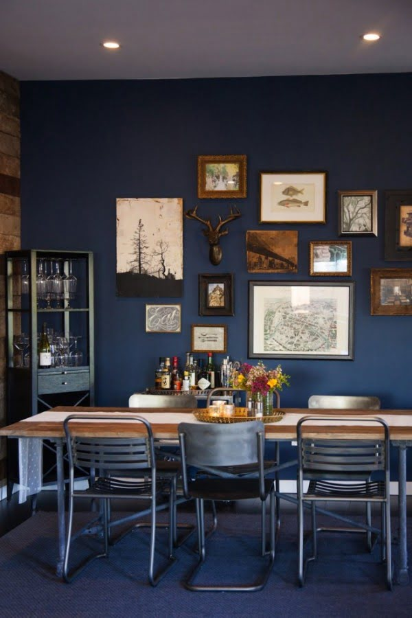 Love this classic navy blue decor of the dining room