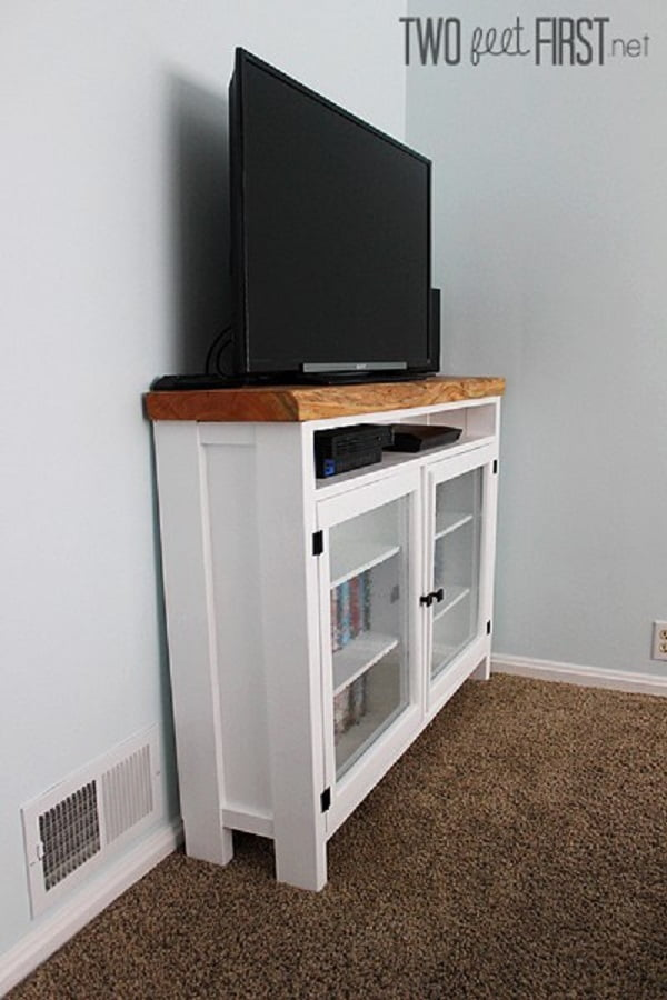 How to build a #DIY TV Console from Repurposed Wood. Neat idea for a home project! #homedecorideas