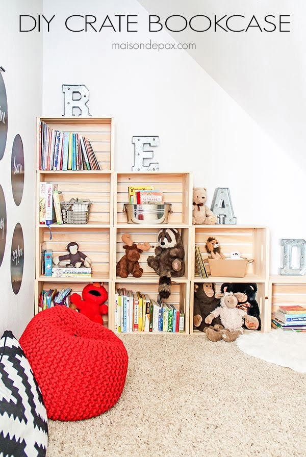 15 Brilliant DIY Crafts You Can Make with Wood Crates - Check out how to build an easy DIY bookcase from wood crates