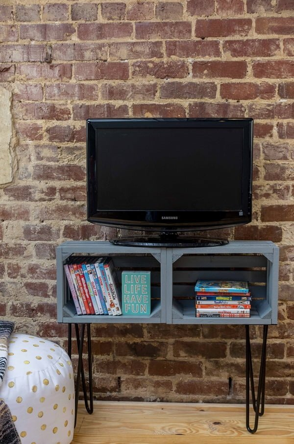 How to make a #DIY tv stand from crates. Nice idea! #homedecorideas