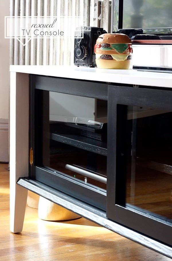 How to rescue an old TV console. Inspiring! #DIY