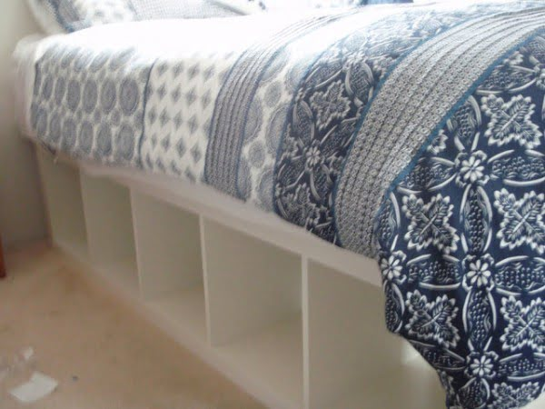 Check out the tutorial how to build a DIY bed with storage