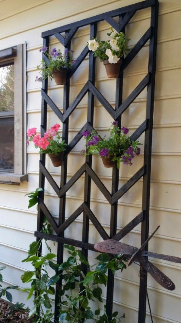 Check out how to build an easy DIY chevron lattice trellis